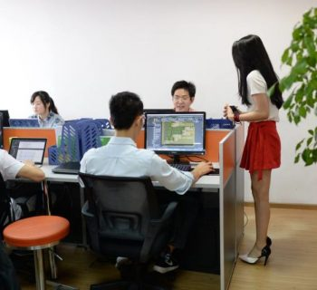 chinos asignan animadoras para sus programadores